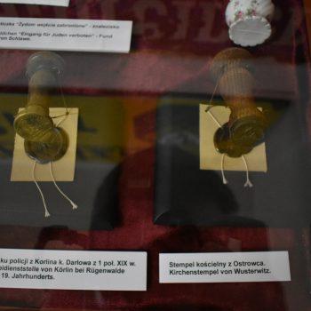 Pieczęć posterunku policji z Korlina, Stempel kościelny z Ostrowca.