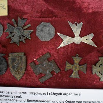 Odznaki paramilitarne,urzędnicze i różnych organizacji