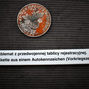 Emblemat z przedwojennej tablicy rejestracyjnej.
